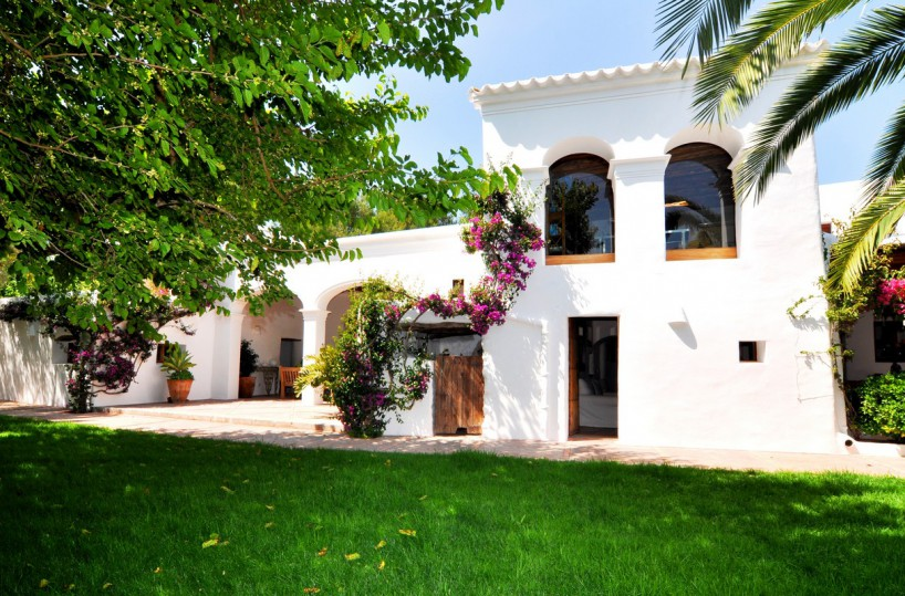 7 bedroom San Lorenzo finca with private pool & separate guest house