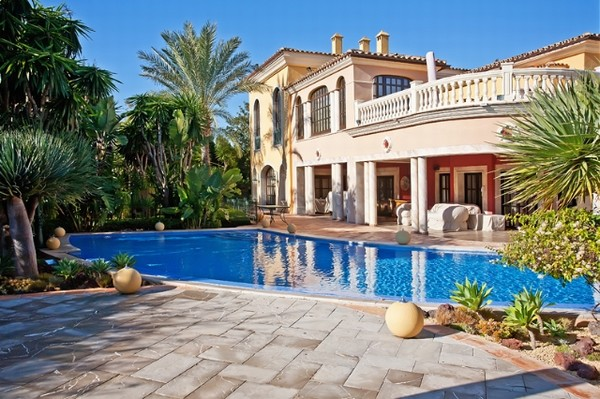 Beautiful golf mansion for sale Santa Ponsa, Mallorca with direct golf access plus guest apartment