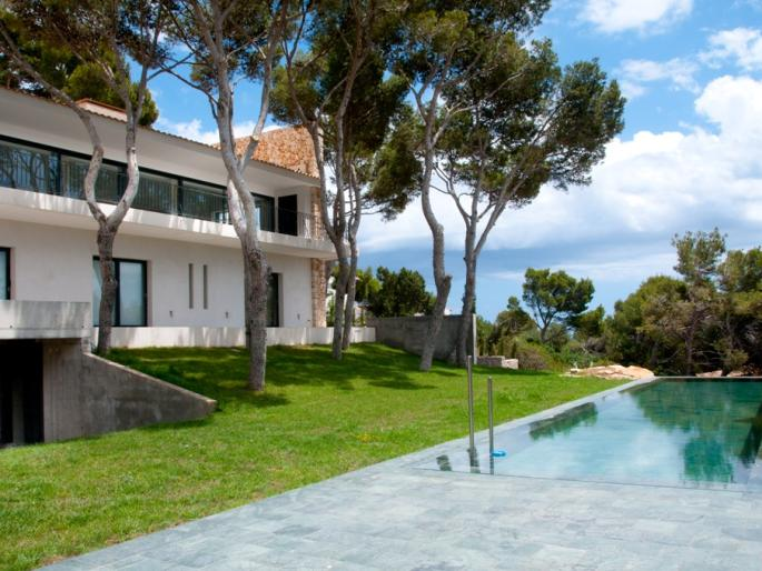 Exclusive 4 bedroom villa for sale in Cala Ratjada with fantastic sea views