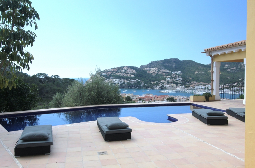 Family villa within walking distance of Puerto Andratx and with sea views
