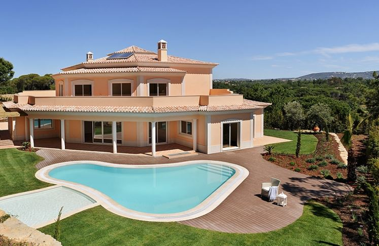 Impressive and spacious new build villa for sale in Quinta do Lago