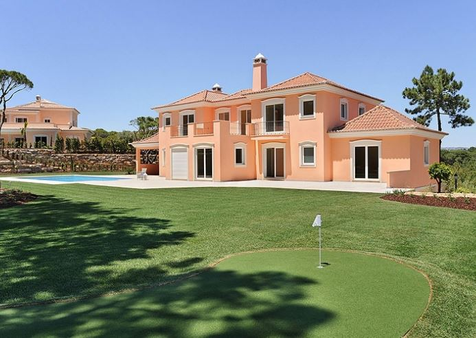 Large, spacious and elegant villa in Quinta do Lago for sale