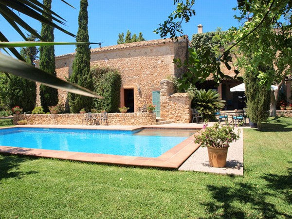 villa maria dating Villa maria boasts three generous bedrooms, each with its own ensuite every room is fitted with a king sized bed, all of which can be converted into two singles on request all rooms have heating and cooling as well as underfloor heating in the ensuites.