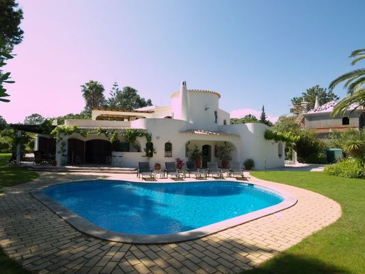 Luxury 5 bedroom villa located in golf resort of Quinta do Lago