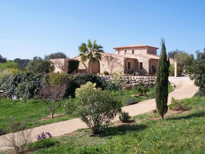 Luxury country house for sale in Arta with countryside views