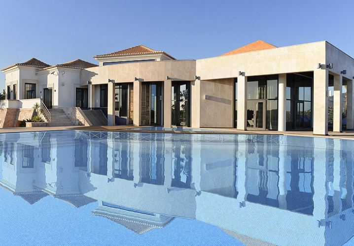Luxury countryside villa in private setting close to Faro