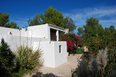 Finca for sale between Santa Gertrudis and San Rafael and set in natural gardens in Ibiza
