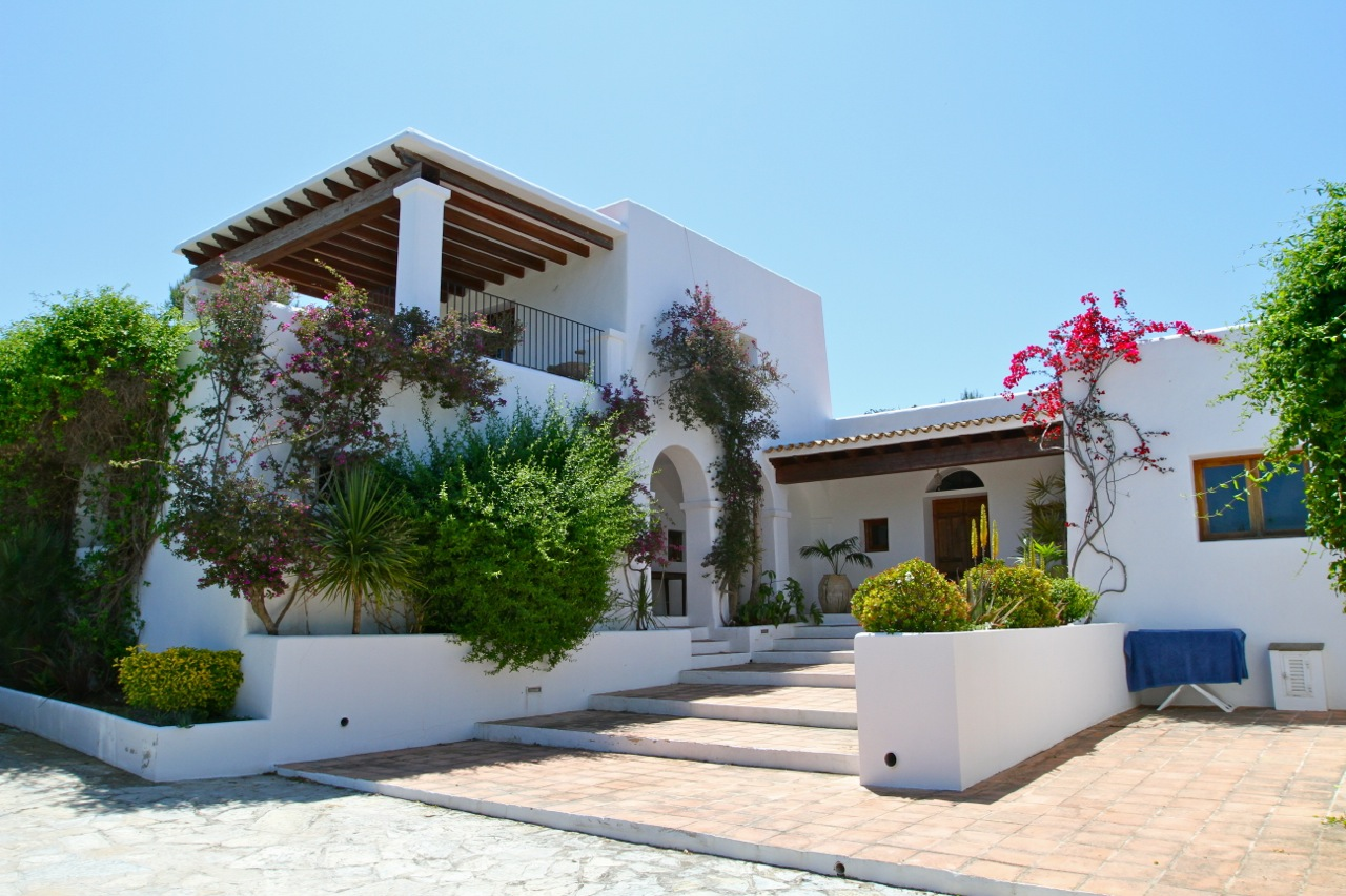 Luxury hilltop villa for sale with stunning sea views for Ibiza country villas