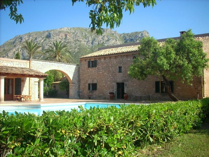 Elite country estate for sale with guest cottage and accommodation with sea and mountain views