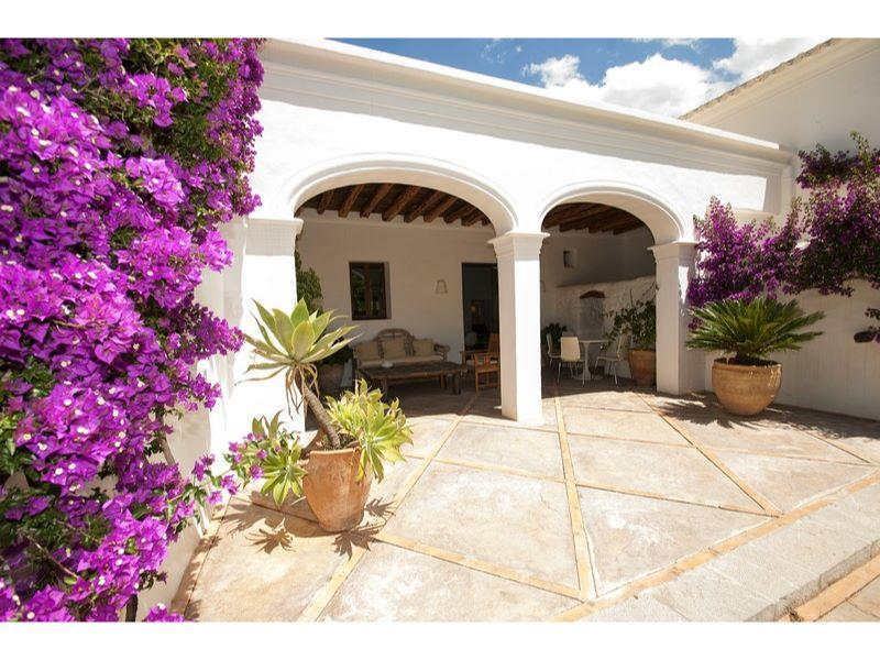 Luxury home with guest accommodation for sale in san for Ibiza classic house