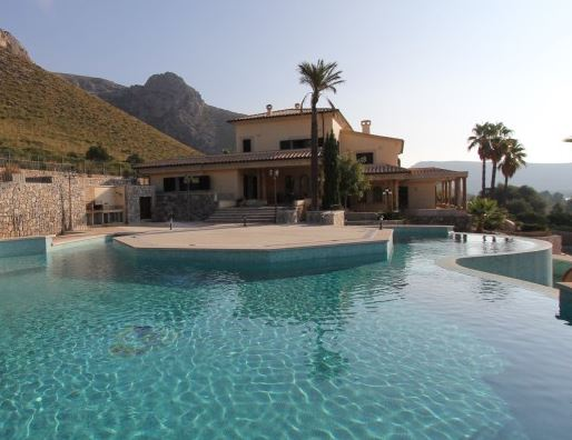 Luxury mansion home for sale in Puerto Pollensa, Mallorca