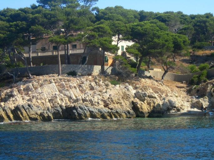 Seafront property for sale in Cala Ratjada with access to a small beach