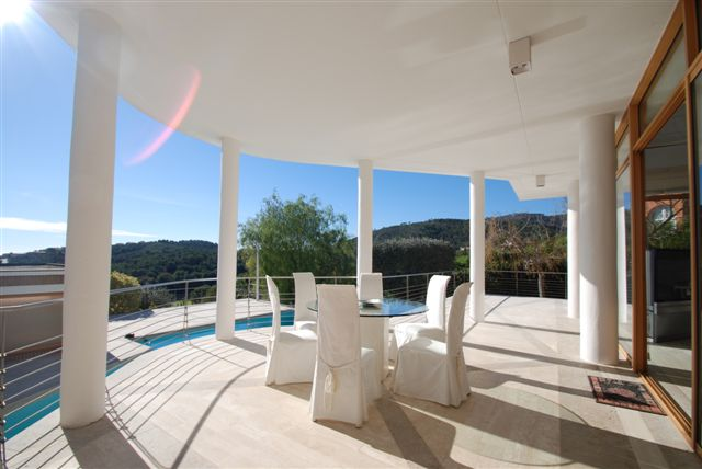 Luxury villa for sale overlooking the golf course in Bendinat, Mallorca
