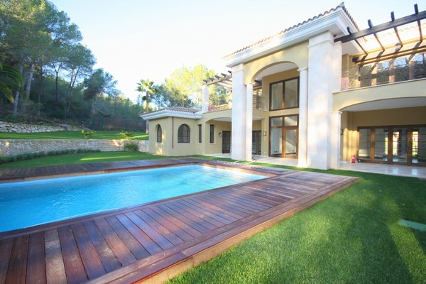 Villa for sale in prestigious location in Santa Ponsa, Mallorca