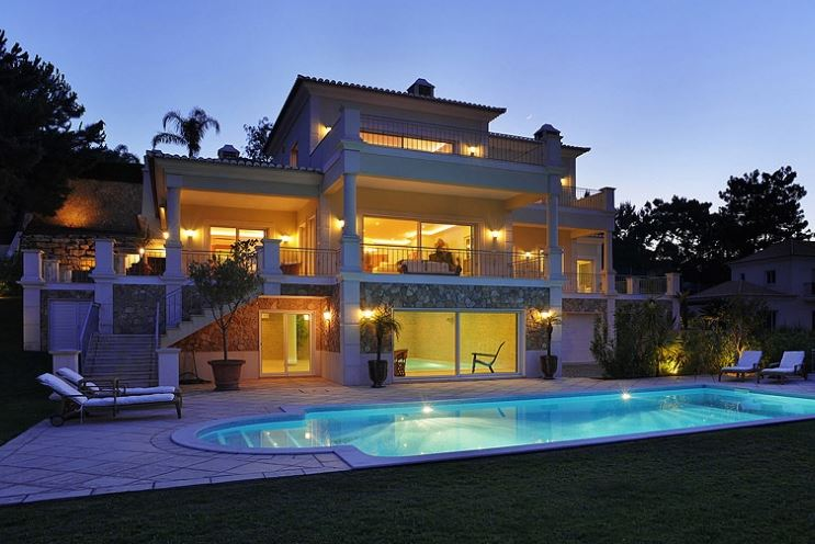 Spacious luxury villa for sale in Quinta do Lago with indoor and outdoor heated pools