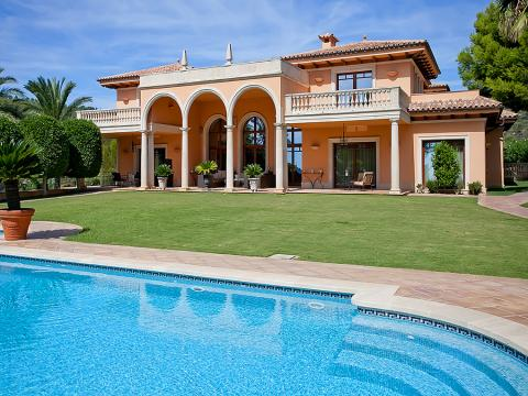 Luxury home for sale in Sought after setting in Son Vida, Mallorca