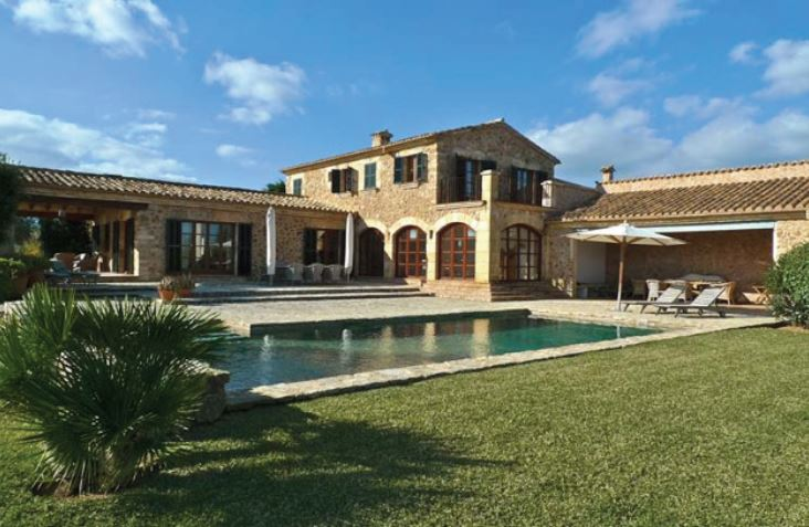 Traditional country house for sale Pollensa Mallorca on large estate
