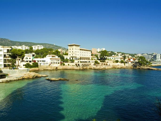 Waterfront luxury apartment for sale in Illetas, Mallorca