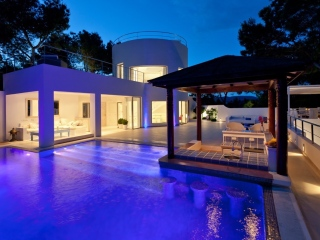 Ibiza €4,800,000San JoseBoutique style villa in elevated position with impressive sea views…