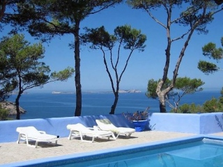Ibiza €3,200,000Cala SaladaBeautiful home located just 200m from the seafront enjoying amazing sunsets…